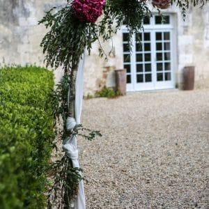 Arche fleurie pour un mariage de princesse dans un château