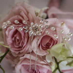 Attache cheveux avec bouquet de mariée rose