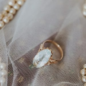 Bague de fiançailles pour mariée élégante