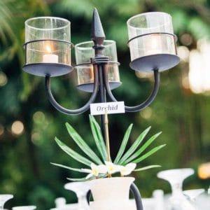 Chandelier sur table de mariage à Bali