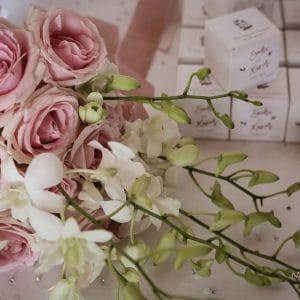 Bouquet de mariée rose blanc et vert clair