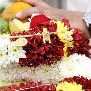 Couronne de fleurs pour un mariage indien à Cannes