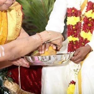 Bénédiction lors d'un mariage traditionnel indien