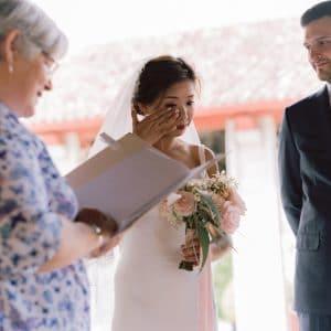Emotion lors d'une cérémonie de mariage