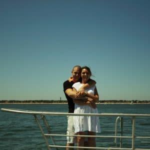 Excursion en bateau pour journée de mariage entre amis et famille