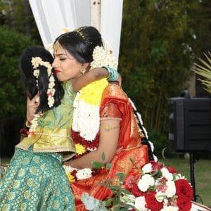 Félicitations lors d'un mariage indien sur la Côte d'Azur