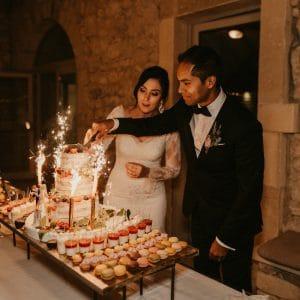 Découpe du gâteau par les mariés
