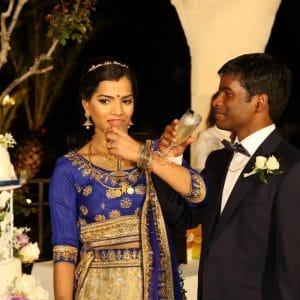 Wedding cake et champagne lors d'un mariage indien