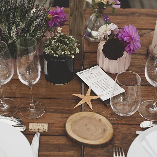 Chemin de table avec fleurs, en bord de mer