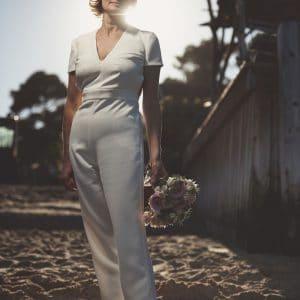 Magnifique mariée en pantalon chic