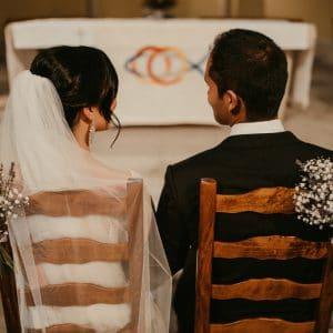 Echange de regard pour mariage de destination en Provence