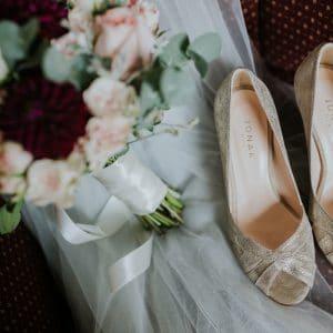 Bouquet de mariée rose blush vert clair et pourpre Bordeaux