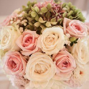 Centre de table haut, rose et romantique