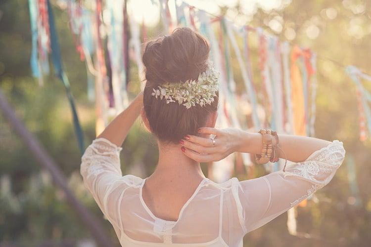 Chignon de mariage avec fleurs