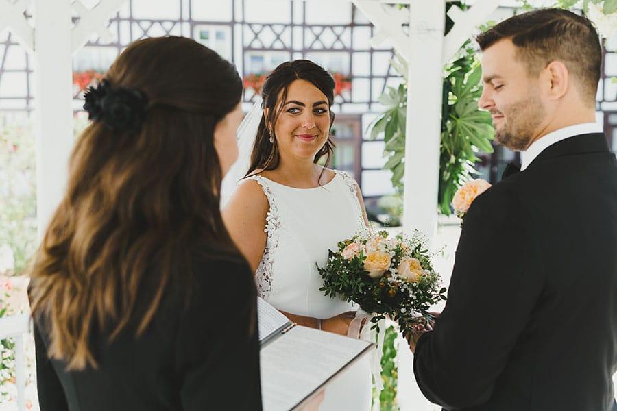 Cérémonie symbolique pour un elopement en France