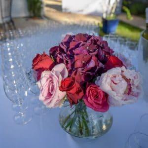 Roses et hydrangeas rouge et violet