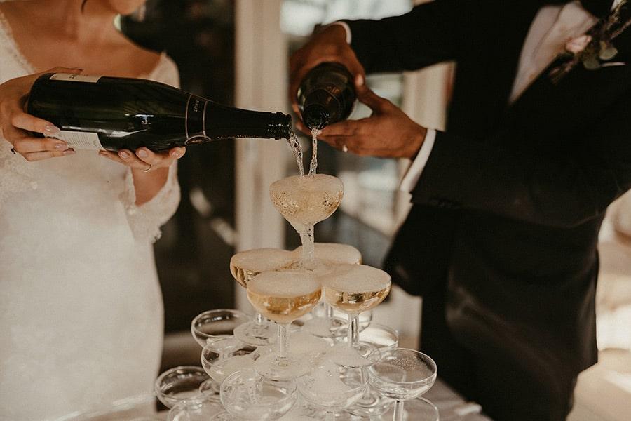 Show must go on en dépit du Coronavirus avec une cascade de champagne